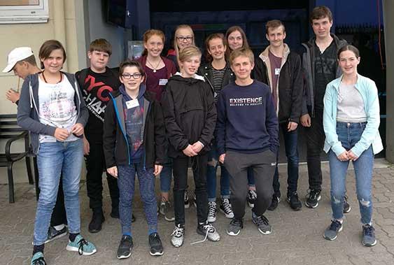 Das Alpha-Teens-Programm: Berufsorientierung, Foto-Workshop und Neon-Golfen