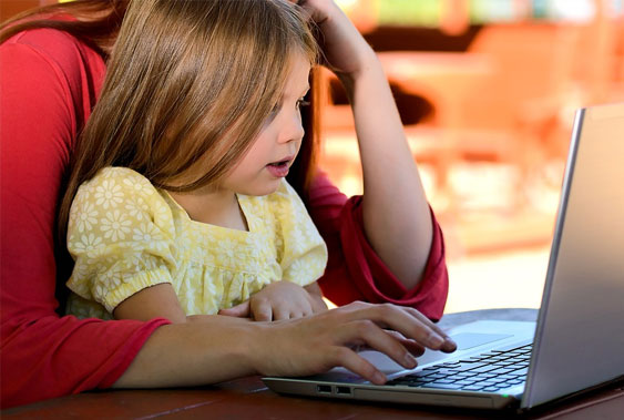 Webbasiertes Elternprogramm bei seltener Erkrankung eines Kindes